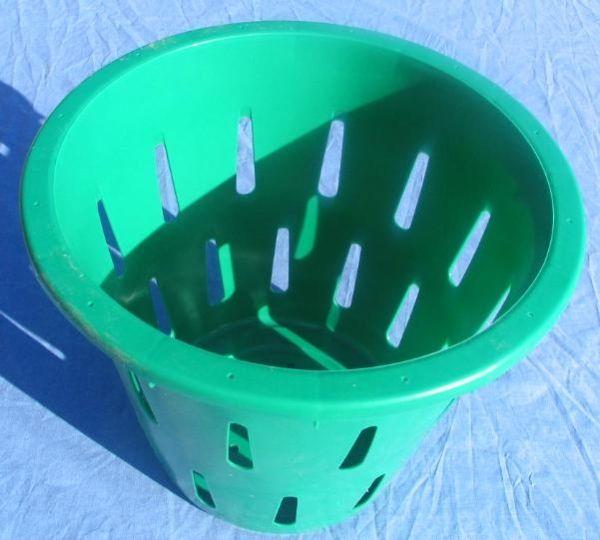 Item No 799 5 8 Bushel Hamper Picking Basket Green